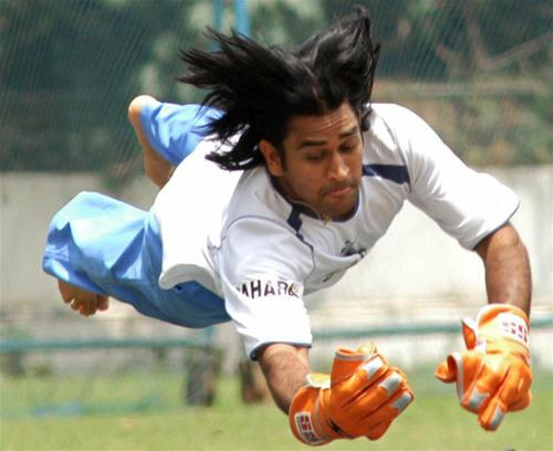 http://www.cricnews.in/wp-content/uploads/2008/04/dhoni.jpg